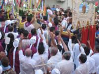 Canto votivo,della confraternita di Santa Domenica di Vittoria,all'uscita del Santo.  - Troina (2380 clic)