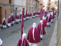 Particolare dei confrati in processione.  - Troina (2067 clic)