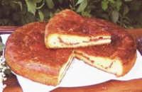 Vastedda 'cu sammucu:tipo di focaccia con salame, tuma e fiori di sambuco.(tipico prodotto troinese).  - Troina (6423 clic)