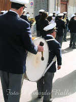 Esibizione della Banda Musicale Città di Trapani nella processione dei Misteri a Trapani anno 2004  - Trapani (8131 clic)
