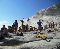 bagnanti alla scala dei turchi (4039 clic)