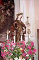 S. Rosalia - Ogni anno, nei tre giorni successivi la Pentecoste, viene celebrata la festa del SS. Crocifisso, pregiata scultura lignea realizzata da Ignazio Marabitti , conservata nella Chiesa di S. Caterina.Il piccolo Crocifisso dei Miracoli, u Crucifisseddu di Chiusa, viene portato in processione insieme ad altre statue di Santi e, in tale occasione, un tempo si svolgeva la corsa dei cavalli nella via principale. (Totò Mirabile)  - Chiusa sclafani (4013 clic)