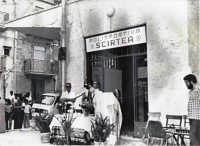 Inaugurazione Polisportiva Scirtea di Chiusa Sclafani-Celebrante: don Mario Giaccone; assistente: Totò Mirabile, con barba.  - Chiusa sclafani (11394 clic)