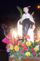 S. Angelo - Ogni anno, nei tre giorni successivi la Pentecoste, viene celebrata la festa del SS. Crocifisso, pregiata scultura lignea realizzata da Ignazio Marabitti , conservata nella Chiesa di S. Caterina.Il piccolo Crocifisso dei Miracoli, u Crucifisseddu di Chiusa, viene portato in processione insieme ad altre statue di Santi e, in tale occasione, un tempo si svolgeva la corsa dei cavalli nella via principale. (Totò Mirabile)  - Chiusa sclafani (3781 clic)