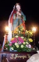 S. Giovina - Ogni anno, nei tre giorni successivi la Pentecoste, viene celebrata la festa del SS. Crocifisso, pregiata scultura lignea realizzata da Ignazio Marabitti , conservata nella Chiesa di S. Caterina.Il piccolo Crocifisso dei Miracoli, u Crucifisseddu di Chiusa, viene portato in processione insieme ad altre statue di Santi e, in tale occasione, un tempo si svolgeva la corsa dei cavalli nella via principale. (Totò Mirabile)  - Chiusa sclafani (5451 clic)