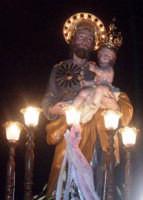 S. Giuseppe - Ogni anno, nei tre giorni successivi la Pentecoste, viene celebrata la festa del SS. Crocifisso, pregiata scultura lignea realizzata da Ignazio Marabitti , conservata nella Chiesa di S. Caterina.Il piccolo Crocifisso dei Miracoli, u Crucifisseddu di Chiusa, viene portato in processione insieme ad altre statue di Santi e, in tale occasione, un tempo si svolgeva la corsa dei cavalli nella via principale. (Totò Mirabile)  - Chiusa sclafani (3828 clic)