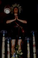 S. Isidoro - Ogni anno, nei tre giorni successivi la Pentecoste, viene celebrata la festa del SS. Crocifisso, pregiata scultura lignea realizzata da Ignazio Marabitti , conservata nella Chiesa di S. Caterina.Il piccolo Crocifisso dei Miracoli, u Crucifisseddu di Chiusa, viene portato in processione insieme ad altre statue di Santi e, in tale occasione, un tempo si svolgeva la corsa dei cavalli nella via principale. (Totò Mirabile)  - Chiusa sclafani (3800 clic)