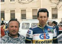 Feb.1988.Scuole lido Avola,settimana internazionale di Sicilia.L'amico Iano con Masciarelli  - Avola (2688 clic)