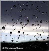 GOCCE DI ACQUA BAGNATO NEL VETRO   - Monterosso almo (5252 clic)
