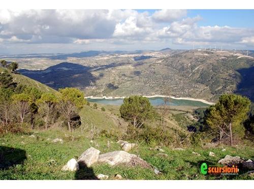 Lago Dirillo visto dal Monte Casasia  - MONTEROSSO ALMO - inserita il 30-Nov-12