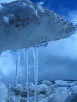 in collaborazione con Giuseppe Musumarra. Stalattiti di ghiaccio Etna 29/11/04  - Etna (4781 clic)