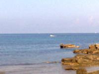 lungo mare barcarello obbiettivo puntato nello scoglio più uscito denominato scoglio di fuori  - Sferracavallo (13640 clic)