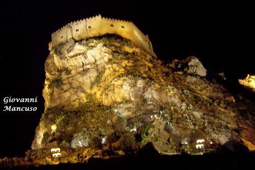 Castello Manfredonico (da Est) - MUSSOMELI - inserita il