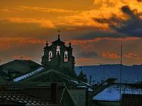 Mussomeli -  Tramonto sulla chiesa Madre e neve sui tetti (1127 clic)
