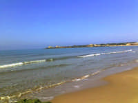 mattina di maggio, baia e sullo sfondo il braccio della costa su cui insiste la rocca vigliena  - Punta braccetto (5237 clic)
