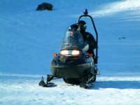 Isnello - Piano Battaglia. Pattuglia dei Carabinieri in servizio sulle piste con motoslitta.  - Isnello (5272 clic)