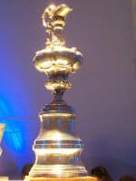 La splendida Coppa America in esposizione a Trapani nel Settembre 2005.  - Trapani (3760 clic)