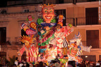 carnevale 2008: carro allegorico in piazza S. Rizzo   - Melilli (7783 clic)