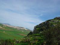 Monte Maranfusa piu paese in lontananza  - Roccamena (7379 clic)
