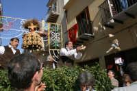 Festa SS Crocifisso 2004 Offerta del Ceto dei Borgesi di San Giuseppe al popolo dei Panuzzi di San Giuseppe  - Calatafimi segesta (5456 clic)