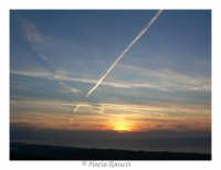 tramonto disturbato da scie aeree   - Capo d'orlando (7072 clic)