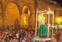 Santa Anna cammina per il paese  - Castelbuono (5436 clic)
