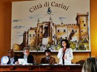 Castello La Grua  Talamanca un momento del convegno arrediamo la città promosso dalla bottega d'arte di Carini. L'intervento della dott.ssa Vinny Scorsone.-ph Maria Pia Lo Verso  - Carini (2221 clic)