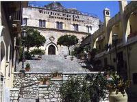 Night Club Sesto Acuto Il Night Sesto Acuto di Taormina oramai chiuso da molto tempo. estate 2008  - Taormina (3466 clic)