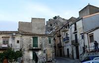 Stradina nelle vicinanze del castello   - Marineo (1402 clic)