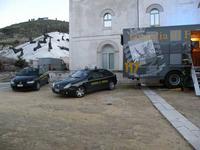 Paladino incontra la Guardia di Finanza Incontro con l'arte della Guardia di Finanza in occasione della visita dell'artista Michele Cossyro  a Gibellina nel 2010 -  - Gibellina (1639 clic)