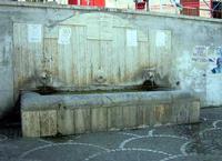 Abbeveratoio comunale Localita Scorsone -L' abbeveratoio comunale  era alimentato dalle acque della SORGENTE SCORSONE  . - foto del 2007  - Giardinello (3449 clic)