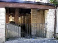 Lavatoio comunale Zona laterale del lavatoio pubblico dell' '800 costituito da 20 vasche nelle quali confluiva l'acqua della vicina  SORGENTE SCORSONE- foto del 2007  - Giardinello (2437 clic)