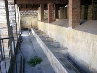 Lavatoio comunale  Lavatoio pubblico comunale dell' '800 costituito da 20 vasche nelle quali confluiva l'acqua della vicina SORGENTE SCORSONE-  Foto del 2007  - Giardinello (3322 clic)