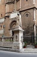 Cattedrale di Palermo Statua di San Francesco da Paola  nel tratto della recinzione in Via Matteo Bo
