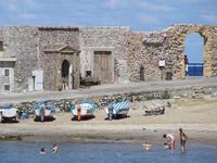 la piccola spiaggetta di Cefalù Una piccola spiaggetta dei pescatori di Cefalù - estate 2007  - Cefal? (2770 clic)