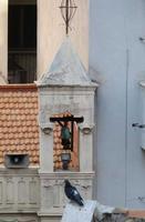 Il colombo e il campanile Uno dei due piccoli campanili della Chiesa della congregazione di Santa Ri