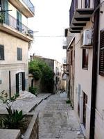 Una caratteristica  via di Valledolmo (1820 clic)