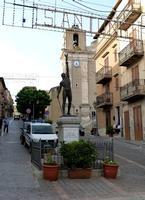 la scultura di Antonio Ugo  la scultura di Antonio Ugo dedicata ai caduti della grande guerra - agosto 2014  - Valledolmo (2148 clic)