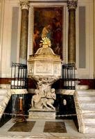 Cattedrale di Palermo Fonte battesimale  con le figure doloranti di Adamo ed Eva, fine scultura di