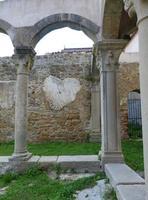 Il Cuore di San Francesco Particolare del chiostro dell'ex convento di San Francesco. Da notare la forma in fondo alla foto somigliante a un cuore.  - Sant'angelo di brolo (2560 clic)