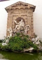 Fontana dell'Oreto La fontana dell'Oreto a fianco dell'Abbazia di San Martino delle Scale di Ignazio Marabitti -- novembre 2013  - San martino delle scale (2211 clic)