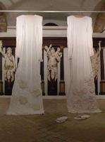 Filli Cusenza : Installazione L'installazione dell'artista Filli Cusenza  è stata esposta a Villa Cattolica (Museo Renato Guttuso)  nell' estate del  2010  - Bagheria (1768 clic)