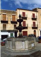 La fontana di Piazza Margherita   - Castelbuono (2181 clic)