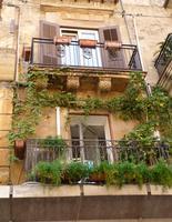 Balconi con piante ad Agrigento (1899 clic)