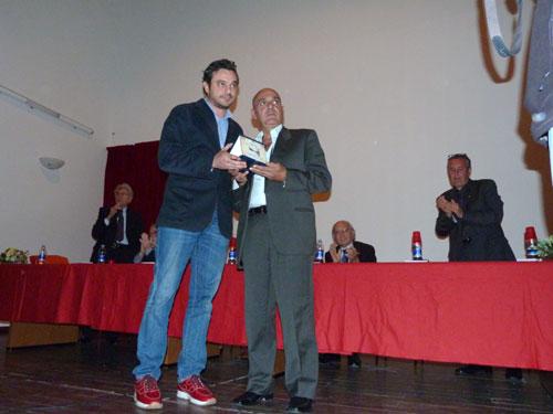 consegna della targa in memoria di Vincenzo Mondello - SANT'ANGELO DI BROLO - inserita il 15-Nov-13