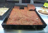 Sfincione Gastronomia palermitana. E' simile alla pizza ma abbonda in cipolla ben cotta e non c'è mo