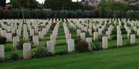 Cimitero di guerra degli inglesi Il cimitero della II guerra mondiale dei militari inglesi caduti in guerra.   - Siracusa (2579 clic)