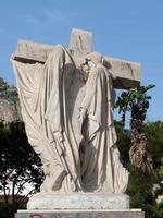 Statua di Ettore Ximenes Piazza Don Bosco opera di Ettore Ximenes - Le pie donne aiutano Gesù a port