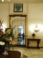 Grande specchio  Grande specchio al Circolo Ufficiali PALERMO Maria Pia Lo Verso
