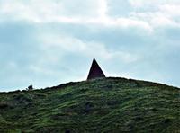 La Piramide 38° parallelo, la piramide di Mauro Staccioli  - Castel di lucio (2968 clic)